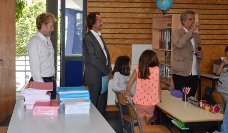 Ecole Renaissance - classe - Directeur Pierre Jean - Inspecteur Remi Cazanave - Député Denaja